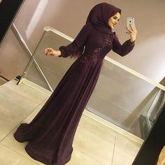 ✔ Dress Long Hijab Black Source by dresses long hijab Hijab Gown, Hijab Evening Dress, Hijab Dress Party, Evening Dresses, Prom Dresses, Muslim Fashion, Hijab Fashion, Fashion Dresses, Pakistani Frocks