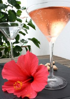 Pink Hibiscus Flirtini (serves ◦about 150 ml brewed, strained hibiscus & rosehip tea, left to cool or 3 shots Non Alcoholic Drinks, Fun Drinks, Cava Champagne, Rum Beer, Rosehip Tea, Vintage Tea Parties, Tea Cocktails, Hibiscus Tea, Prosecco