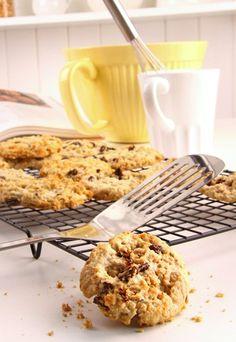 Haferflocken-Plätzchen - Gesunde Plätzchen  - Haferflocken sind durch ihren nussigen Geschmack eine Alternative zu Haselnuss und Co. Zutaten: 125 g Rosinen 125 g Datteln 120 g Walnüsse 200 g Butter 200 g brauner...