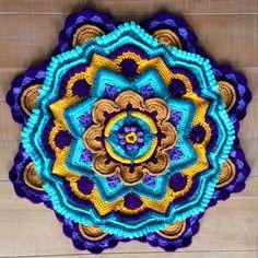 Mandala Madness interpreted by Ynske Lautenbach Tiekstra from FB CCC group. Crochet Mandala Pattern, Granny Square Crochet Pattern, Crochet Blocks, Crochet Stitches Patterns, Crochet Squares, Crochet Designs, Granny Squares, Crochet Collar, Knit Crochet