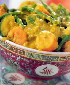 A classic lightly-spiced vegetarian Chinese curry. A dish of mixed vegetables in a lightly-spiced coconut cream base. Excellent as an accompaniment or as a vegetarian dish in its own right.