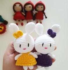 Panodaki tavşanlar tarif 👉👉 @minikorguoyuncaklar 🙏💖💖 Crochet Patterns Amigurumi, Amigurumi Doll, Crochet Dolls, Knitting Patterns, Crochet Bunny, Cute Crochet, Crochet Animals, Free Knitting, Baby Knitting
