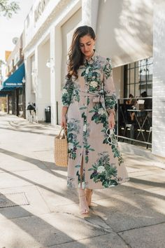 Rounding up how to balance being multi-passionate with everything we as moms need to balance in our lives--from babies to work and everything in between. Zara Dresses, Modest Dresses, Modest Outfits, Simple Outfits, Ladies Outfits, Zara Fashion, Fashion Outfits, Striped Shirt Dress, Mode Hijab