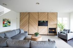 Feature Wall Design Idea – A Chevron Accent Wall Timber Feature Wall, Tv Feature Wall, Feature Wall Design, Open Plan Kitchen Living Room, Home Living Room, Fireplace Wall, Fireplace Design, Chevron Accent Walls, Timber Walls