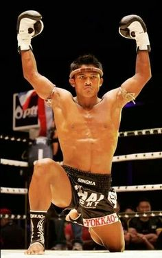 Buakaw A Prodegy Tyler Durden, Culture Of Thailand, Buakaw Banchamek, Muay Thai Martial Arts, Muay Thai Training, Ufc Fighters, Action Poses, Judo, Kickboxing