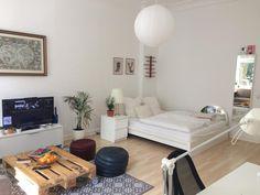 wei gestrichenes diy sofa aus holzpaletten diy sofa paletten wohnzimmer einrichtung livingroom pallet pinterest leipzig and pallets - Wohnzimmer Paletten