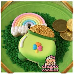 May The Luck be with you! Irish Cookies, St Patrick's Day Cookies, Fancy Cookies, Iced Cookies, Cute Cookies, Easter Cookies, Royal Icing Cookies, Birthday Cookies, How To Make Cookies