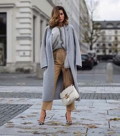 """o you know those changing room moments when you go """"OMG-yes-yes-yes""""? Well I definitely flipped out with Fashion Look Fashion, Winter Fashion, Fashion Outfits, Business Outfits, Business Fashion, Casual Street Style, Casual Chic, Fall Winter Outfits, Vogue"""