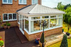 A conservatory with tiled roof offers many advantages that other roofs don't. Find out what these are and how much a conservatory with a tiled roof costs. Glass Conservatory Roof, Edwardian Conservatory, Conservatory Design, House Extension Design, House Design, Extension Ideas, Loft Design, Design Design, Roofing Options