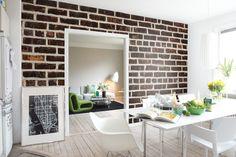 En ruff tegelvägg från en bakgata i Harlem passar lika bra på en vägg hemma hos dig.