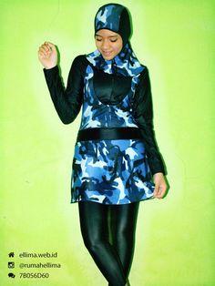 Kode: BRMD201420, Harga: IDR 185.000. Baju renang muslimah dewasa berwarna dasar hitam kombinasi warna biru putih motif semi army abstrak. Unik, modis dan elegant. Model baju dan celana renang terpisah, dilengkapi jilbab. Resleting disisipkan di depan baju untuk memudahkan pemakaian.