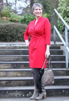 Kirschrotes Kleid von Lands' End für einen fröhlichen Auftritt im Winter