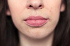 Clara porte le Pop Rouge Intense de Clinique, dans la teinte « Bare Pop » (24€).  #lips #lipstick #nude