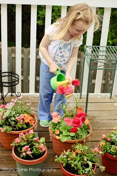 Growing Little Gardeners - Do your children enjoy gardening? I love these tips for encouraging kids to get involved in growing their own food!
