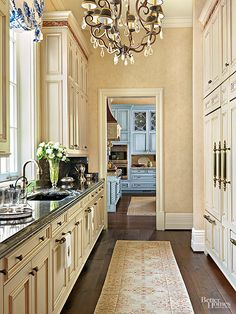 Butler & # s Pantry Ideas The pantry of this kitchen-style butler … – Kitchen Pantry Cabinets Designs Kitchen Butlers Pantry, Butler Pantry, Kitchen Cabinets, Closed Kitchen, Blue Cabinets, Galley Kitchens, Cool Kitchens, Dream Kitchens, Luxury Kitchens