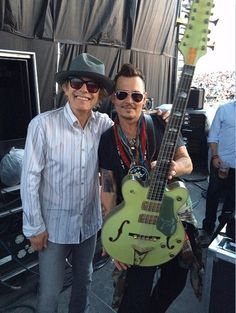 @CheapTrickTom crossed paths with @hollywoodvamps Johnny Depp #12string #bass #customshop #gretsch #guitars  Tom Petersson