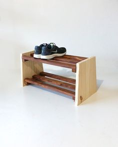 hupso Pallet shoe: 50 ideas, photos and step by step - new decoration styles Wall Shoe Rack, Diy Shoe Rack, Plywood Furniture, Furniture Design, Bedroom Closet Design, Small Wood Projects, Wooden Crafts, Diy Garden Decor, Woodworking Crafts