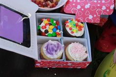 Fancy Cupcake Extravaganza  | CatchMyParty.com box to send decorated cupcakes home in