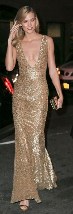 Who made Karlie Kloss' gold gown?
