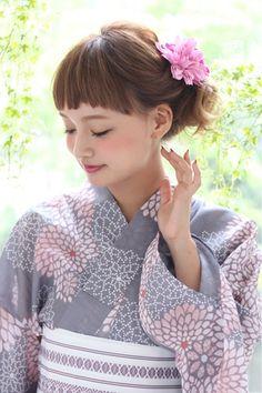 [K-two]夏だから甘めでかわいい浴衣アレンジ Japanese Yukata, Cute Japanese, Japanese Outfits, Japanese Beauty, Japanese Fashion, Japanese Girl, Cute Kimonos, Kawaii Faces, Yukata Kimono