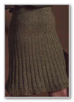 Вязание спицами. Однотонная юбка в складку, с ажурной каймой. Размеры: 36 (38, 40, 42, 46, 48)