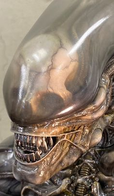From Roswell Japan Alien big chap bust statue Arte Alien, Alien Art, Alien Covenant Xenomorph, Hr Giger Art, Alien Photos, Giger Alien, Alien 1979, Predator Alien, Alien Tattoo
