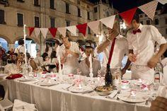 My Secret dinner, Bassano del Grappa, Veneto, Italy. Pic nic in città #alfresco #piazza #italia #party #white #red #mysecretdinner