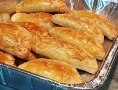 """Η Συνταγή είναι από κ.  Gogo Samiou – """"ΟΙ ΧΡΥΣΟΧΕΡΕΣ / ΗΔΕΣ"""".    Είναι τραγάνα και πολύ αφράτα  30 Μεγάλα τεμ    Υλικά  2 αυγά  1 πλάκα βούτυρο 200 γραμμάρια  1/2 κούπα γάλα  1 φακελάκι μάγια  1 κουταλιά σούπας ζάχαρη  1 κουταλιά του γλυκού αλάτι  3,1/5"""