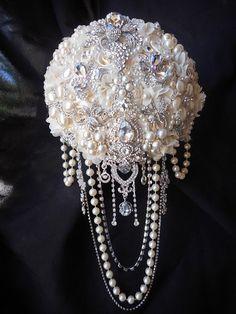 Custom Cascading Brooch Bouquet – Glam Bouquet