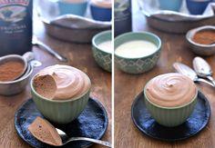 Prøv denne lækre chokolade-mousse, der er piftet op med lækker Bailey's. (Recipe…