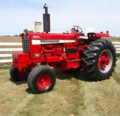 IH 1026 HYDRO Old John Deere Tractors, Case Tractors, Farmall Tractors, Red Tractor, International Tractors, International Harvester, Antique Tractors, Vintage Tractors, Triumph Motorcycles