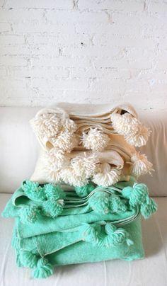Moroccan POM POM Wool Blanket  Turquoise por lacasadecoto en Etsy,