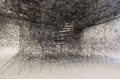 Chiharu Shiota  réseaux, flou, emprisonnement, lien, connexion, espace, vide, plein, envahissement.