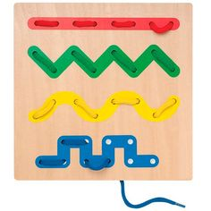 Juego para niños que consiste en enhebrar trazos con un cordón de tela. Desarrolla la destreza manual y visual de los niños. Se pueden combinar los colores de los cordones con los trazos a enhebrar.