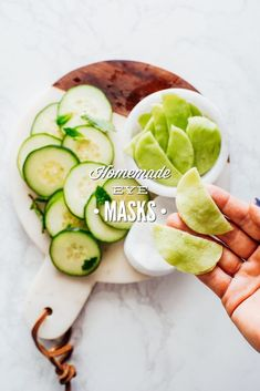 Homemade Cooling Eye Masks (For Puffy Eyes) - Live Simply Diy Eye Mask, Eye Masks, Facial Masks, Homemade Skin Care, Diy Skin Care, Homemade Masks, Homemade Beauty, Simply Natural, Diy Cosmetic