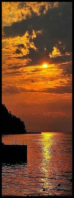 AMAZING SUNSET SHOT #by #kay_cee #sky sun sunlight sunrise clouds reflection water sea lake stone steg orange yellow seascape