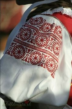 Kim Marie's Embroidery: dokudoki: Female sleeve embroidery across. Folk Embroidery, Learn Embroidery, Hand Embroidery Designs, Embroidery Stitches, Embroidery Patterns, Stitch Patterns, Russian Embroidery, Indian Embroidery, Folklore