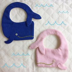 Baby Sewing Projects, Sewing For Kids, Baby Co, Baby Kids, Baby Bibs Patterns, Diy Bebe, Bib Pattern, Baby Crafts, Baby Accessories