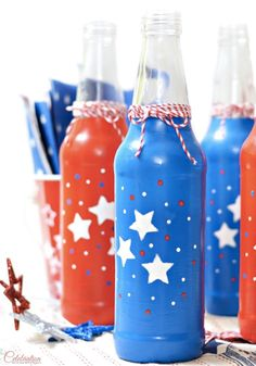 It's never too early to start planning for your backyard Memorial Day party! This easy DIY tutorial is great for entertaining and decorating your table. Check out these step-by-step instructions to create these Patriotic Soda Bottles.