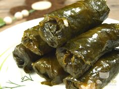 Sarmalute in foi de vita (Romanian beef stuffed grape leaves). Romanian Food, Romanian Recipes, Turkish Recipes, Ethnic Recipes, Stuffed Grape Leaves, Good Food, Yummy Food, Food Obsession, Sweet And Salty
