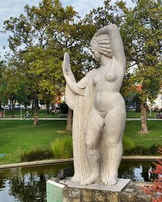 Statue in the Campo Grande Garden / Estátua no Jardim do Campo Grande  #lisboa #lisbon #lisbonne #lisbona #lissabon #portugal #statue #estátua #publicart #artepública #campogrande #campograndegarden #jardimdocampogrande #cityview #citywalk #walkingtour #travel #vistadacidade #passeionacidade #passeioapé #viagem #nofilter #morelisbonwalkingtours