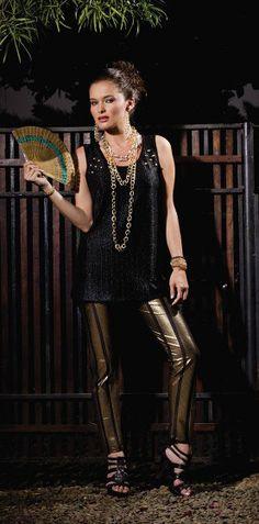 * Pantalón de lujo dorado  * Top negro con apliques (GLAM)  * Foto cortesía Celestina (Derechos Reservados, prohibida la copia y reproducción sin la autorización del Autor)
