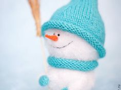 The Easiest DIY on Knitting a Beautiful Headband for Girls Ever – a free tutorial on the topic: Knitting ✓DIY ✓Steps-By-Step ✓With photos Bandeau Torsadé, Doll Clothes Patterns, Clothing Patterns, Dinosaur Hat, Knitted Hats, Knitted Fabric, Cute Snowman, Warm Sweaters, Barbie Clothes