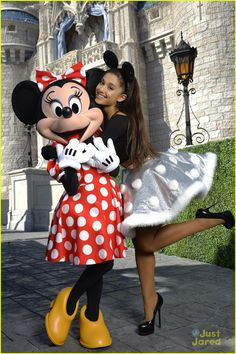Ariana's first time meeting Minnie!