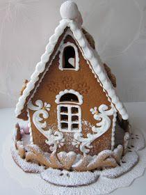 Tämän joulun viimeiset piparitalot on leivottu ja nyt jo viety saajilleen. Molemmat talot on tehty Iloleipurin kirkkomuoteilla, mutta ilman ...