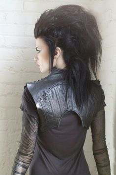 Post apocalyptic fashion, mainly for the jacket, and im kinda in love with this…
