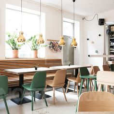 Muuto Nerd Chair at Nostraforma. We Love Design Contemporary Light Fixtures, Contemporary Decor, Restaurant Interior Design, Modern Interior Design, Blue Velvet Dining Chairs, Yellow Chairs, Most Comfortable Office Chair, Muuto, Banquette Seating