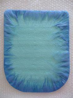 how to make wet felted bowls Wet Felting Projects, Felting Tutorials, Felted Wool Crafts, Felt Crafts, Nuno Felting, Needle Felting, Beginner Felting, Handbag Tutorial, Felt Squares