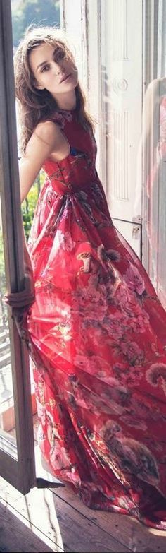 Who made Keira Knightleys red squirrel print gown? (OutfitID) 2019 Who made Keira Knightleys red squirrel print gown? (OutfitID) The post Who made Keira Knightleys red squirrel print gown? (OutfitID) 2019 appeared first on Floral Decor. Keira Knightley Style, Keira Christina Knightley, Moda Floral, Printed Gowns, Actrices Hollywood, Floral Fashion, Beautiful Dresses, Boho Chic, Beautiful People