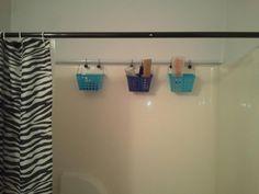 installer une autre tringle à rideau pour faire des rangements ou sécher du linge